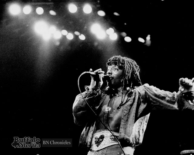In concert at Memorial Auditorium, 1982. (Buffalo News archives.)